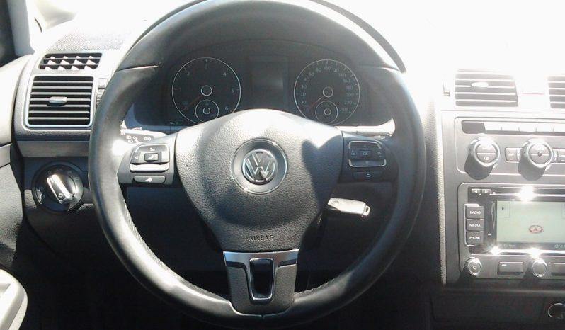 VW Touran puno